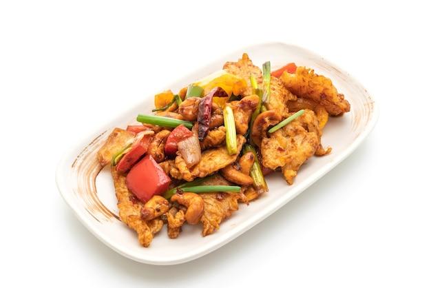 Жареный цыпленок с орехами кешью