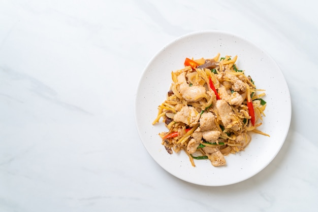 Stir-fried chicken with ginger