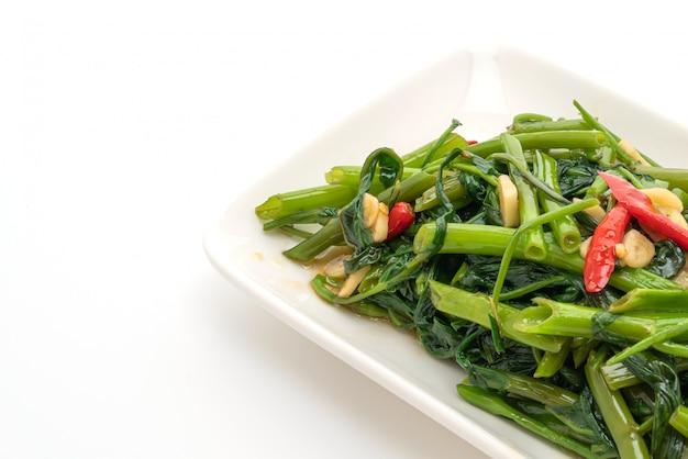 중국 나팔꽃 또는 물 시금치 볶음