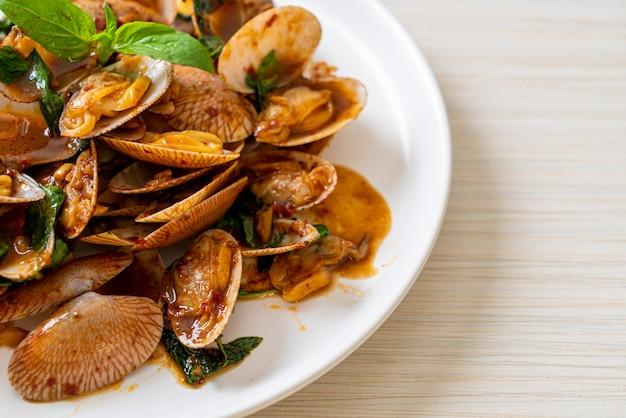 アサリのローストチリペースト炒め-アジア料理スタイル