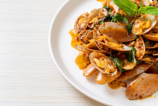 Stir fried clams with roasted chilli paste