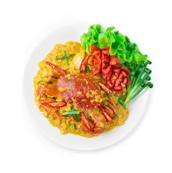 カレー粉ソースで揚げたカニと卵のタイ料理を炒めます