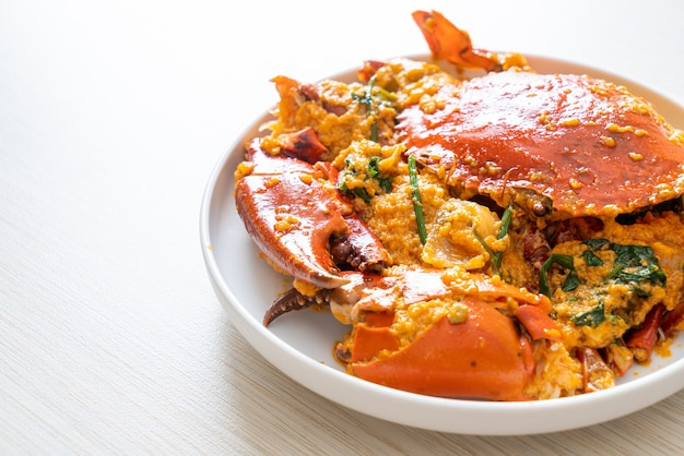 Stir fried crab with curry powder - seafood style