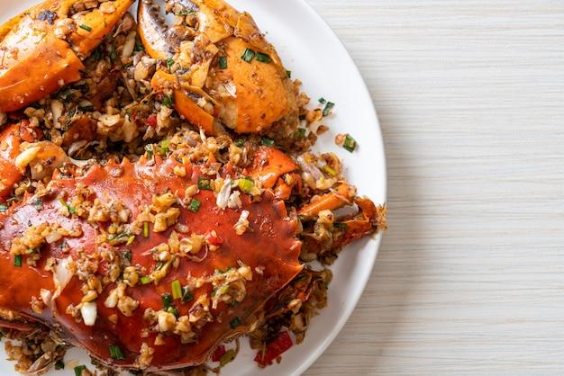 Жареный краб с острой солью и перцем - стиль морепродуктов