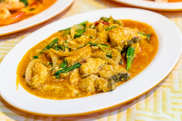 Stir-fried fish with curry
