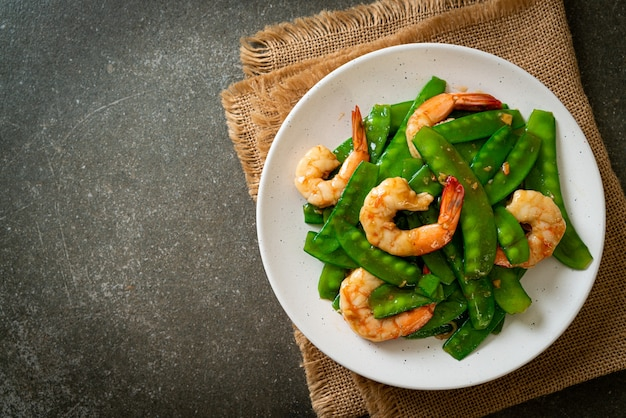 Жареный зеленый горошек с креветками - домашний стиль еды