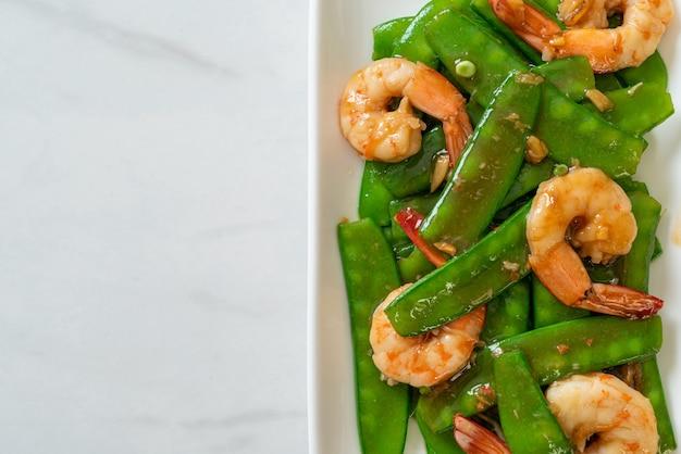 Stir-fried green peas with shrimp - homemade food style