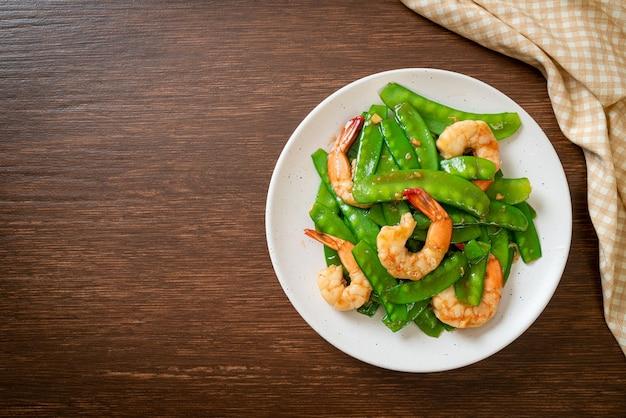 새우와 완두콩 볶음-수제 음식 스타일