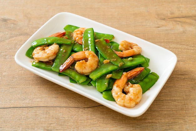 Stir-fried green peas with shrimps