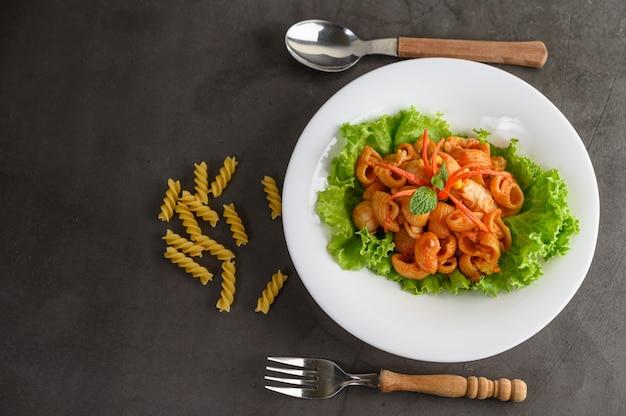 Stir fried macaroni with tomato sauce and pork