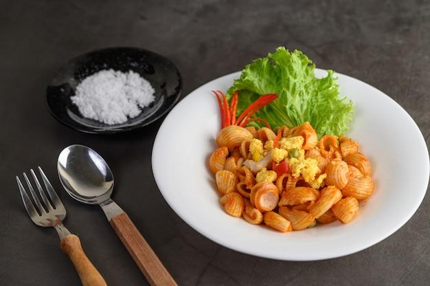 Stir fried macaroni with tomato sauce