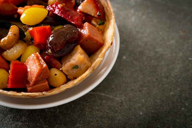 中国の果物とナッツの炒め物-アジア料理スタイル