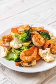 Жареный овощной микс с креветками