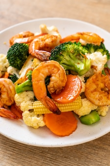 Stir-fried mixed vegetable with shrimps