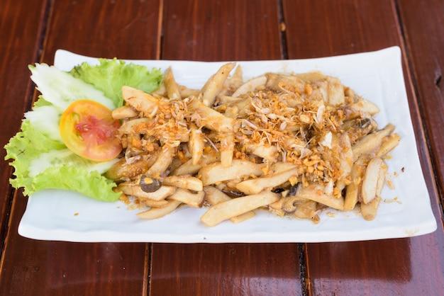Жареные грибы с чесночным и устричным соусом