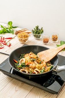 Stir fried noodle on pan