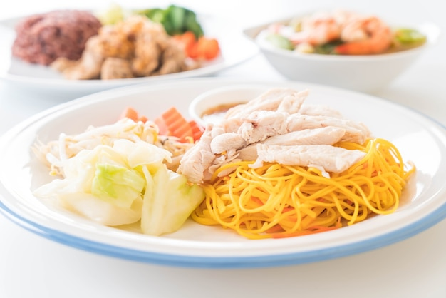 Stir-fried noodle with chicken