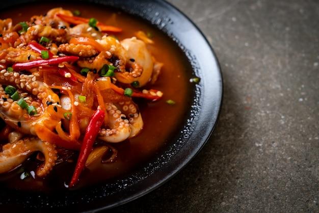タコやイカの韓国風辛味ペースト(オサムプルコギ)炒め