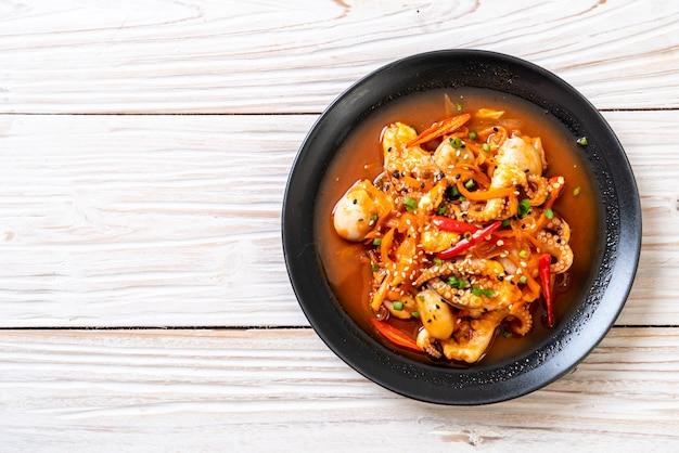 タコまたはイカの韓国風辛味ペースト(オサムプルコギ)炒め