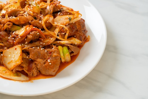한국식 매운 장과 김치 돼지 고기 볶음-한식 스타일