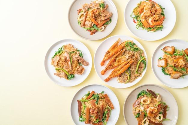 Жареные рисовые вермишели и водная мимоза с микс-топпингом