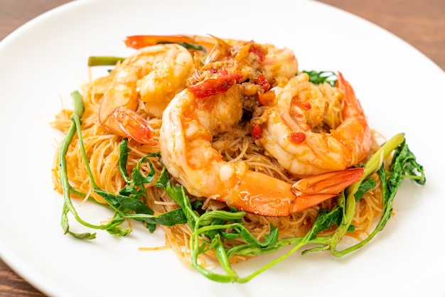 Stir-fried rice vermicelli and water mimosa with shrimps