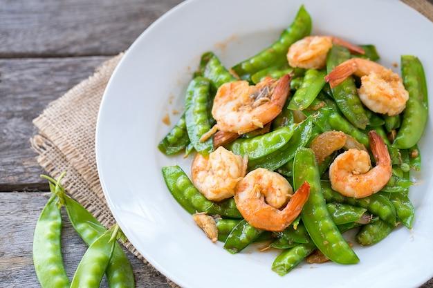 Stir fried shrimp with green pea.