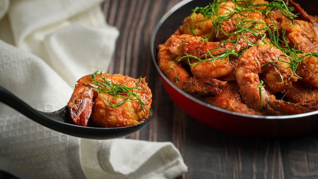Stir fried shrimp with spicy curry