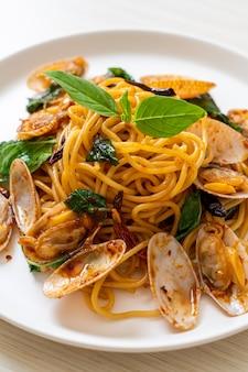 アサリとニンニクと唐辛子の炒め物スパゲッティ-フュージョンフードスタイル