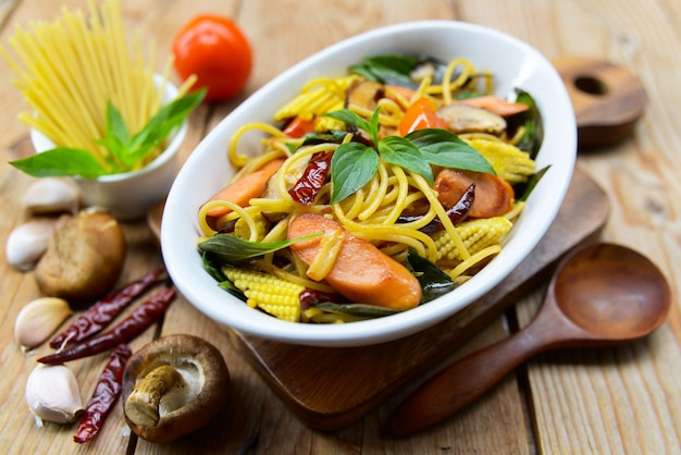 Stir-fried spaghetti with dried chilli , herbs and sausage