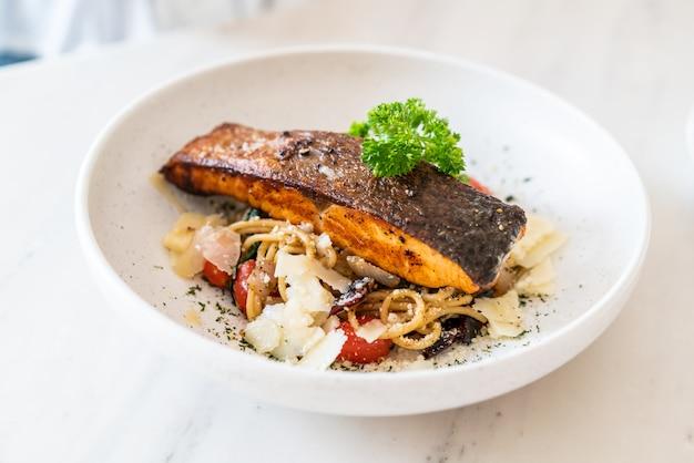 Stir-fried spaghetti with salmon