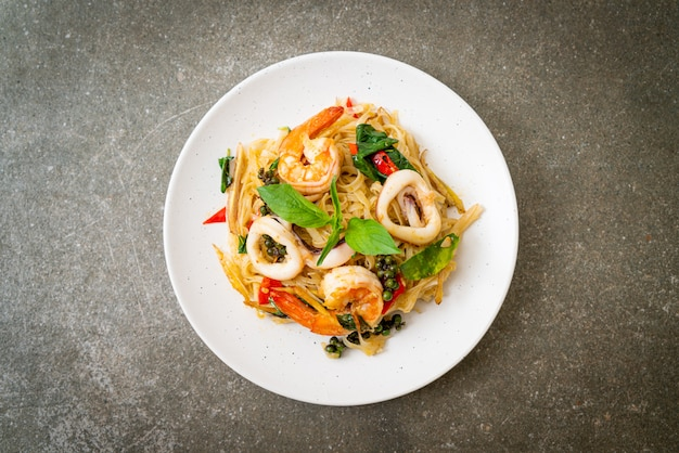 Stir fried spicy noodles with sea food