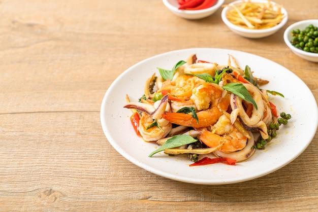 Жареные пряные морепродукты (pad cha talay) - стиль тайской кухни