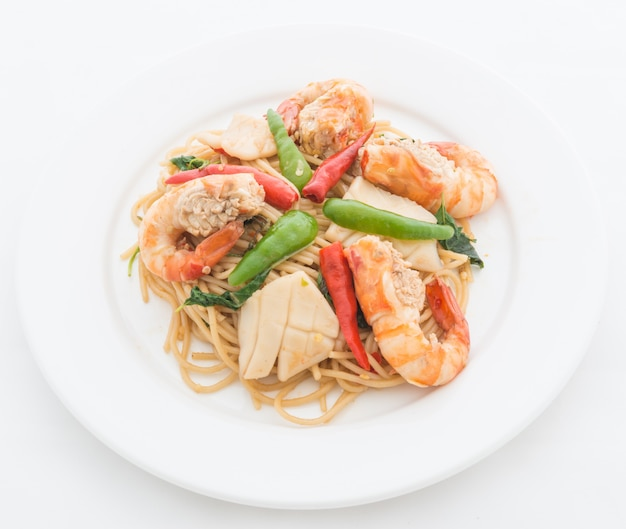 Stir fried spicy spaguetti with seafood
