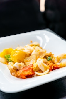 Stir-fried squid with salt eggs