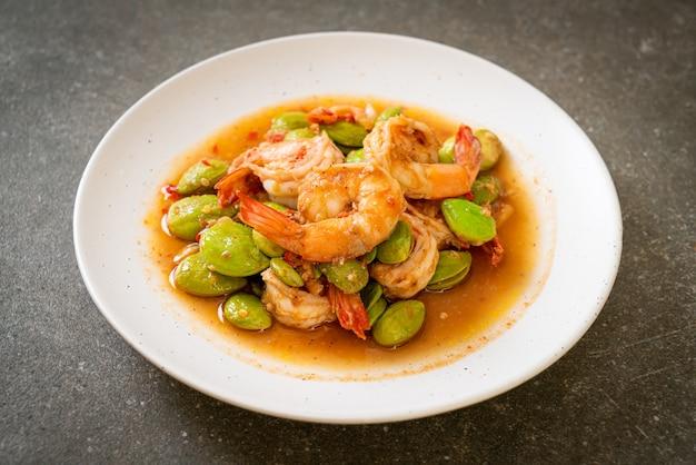 Жареные крученые бобы с креветками - стиль тайской кухни