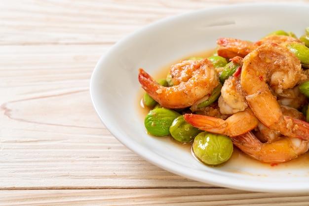 エビとツイストクラスター豆の炒め物