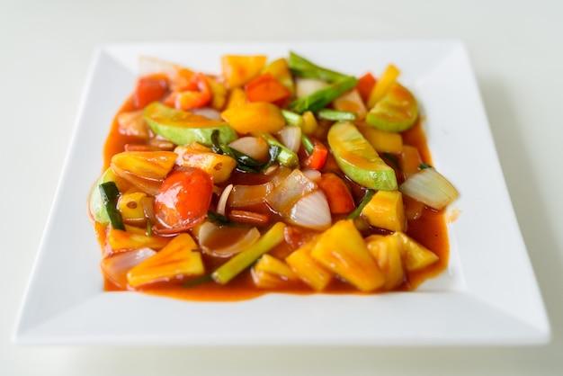 Жареные овощи с кисло-сладким соусом