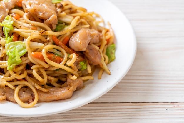 Жареная лапша якисоба со свининой - азиатская кухня
