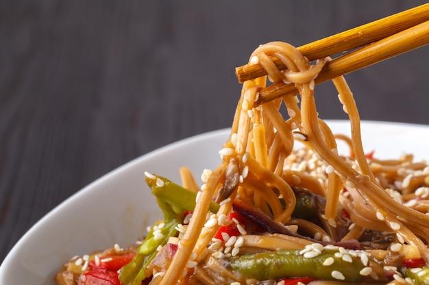 Stir-fried yakisoba noodles with vegetables