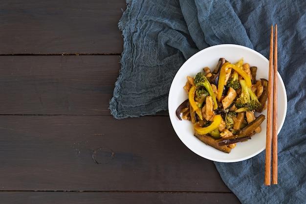 Stir fry chicken, broccoli and pepper
