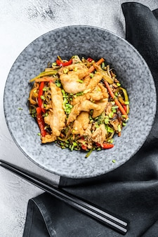 Stir-fry glass noodle with chicken fillet and vegetables