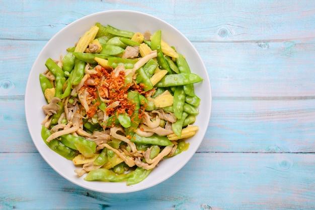 Stir fry snow peas with corn and mushroom