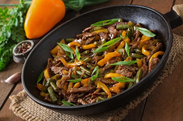 달콤한 고추와 녹두 튀김 쇠고기 볶음
