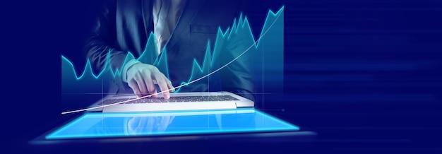 株式市場のグラフとコンピューターの背景を持つ表