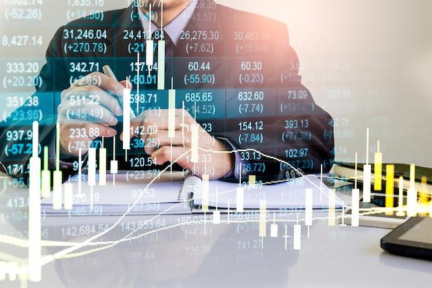 金融投資の概念に適した株式市場または外国為替取引グラフとローソク足チャート。