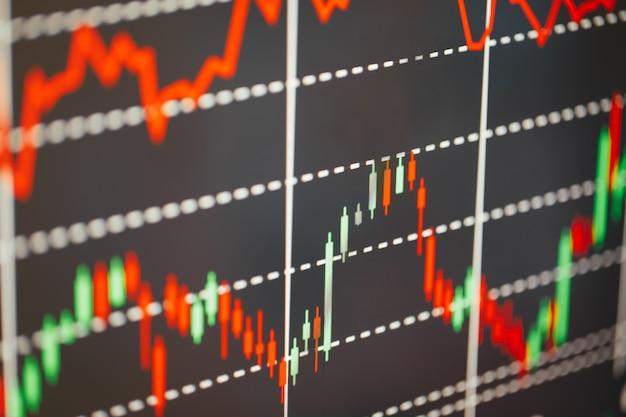 Фондовый рынок, показывающий график роста криптовалюты на экране