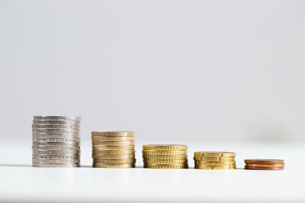 Запас евро деньги встроенные на белом фоне