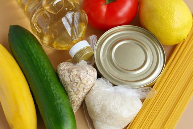 Запас продуктов питания набор предметов первой необходимости