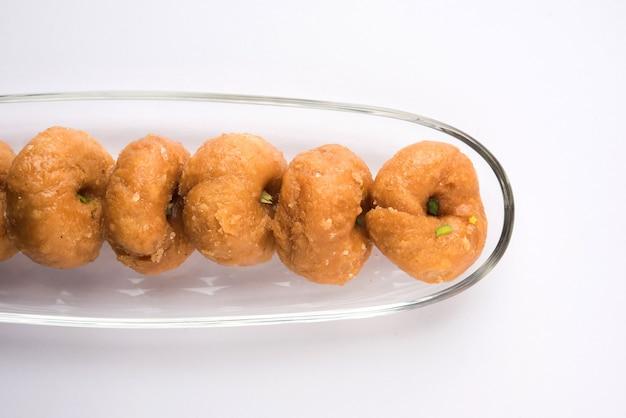 발루샤히의 스톡 사진, 마이다 바닥, 기름, 설탕으로 구성된 인도 달콤한 음식, 선택적 초점